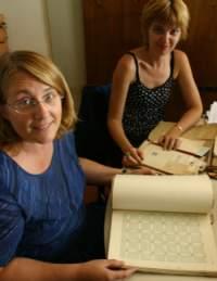 """Le insegnanto della """"Rinnovata"""" prendono visione degli elaborati custoditi nell'Archivio Storico di Indire"""