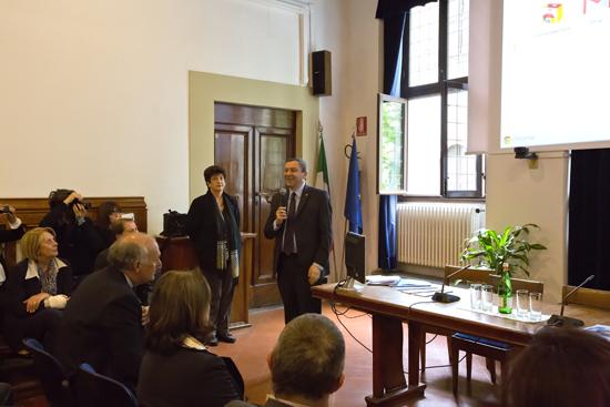 Il ministro parla alla platea riunita nel salone Lombardo Radice