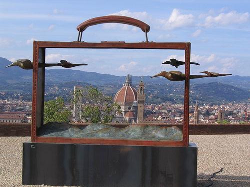 scultura J.M.Folon, valigia