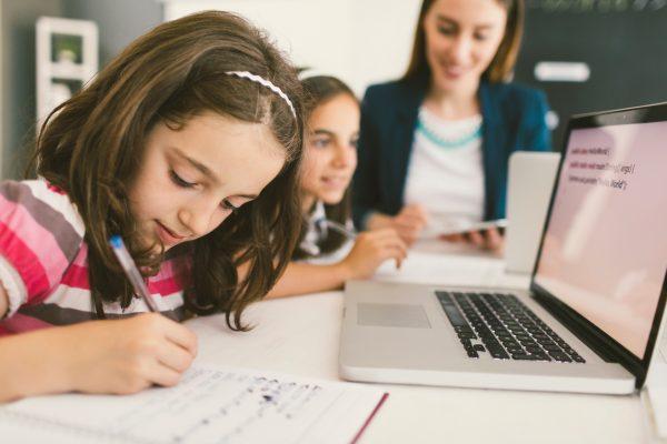 Coding a scuola, Indire e Cremit lanciano un sondaggio online per i docenti