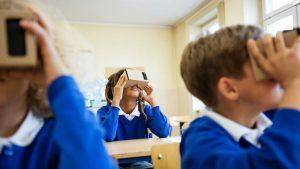 Tre studenti della scuola priamria in classe</img></a></p></div>                          <div class=