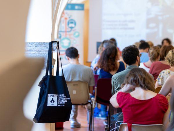 Arte e artigianato per aumentare le competenze trasversali. Resoconto del seminario Epale di Napoli
