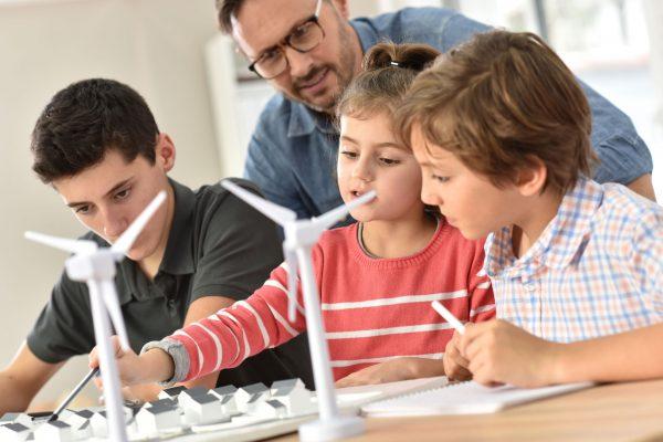 Promuovere l'educazione scientifica: aperta fino al 10 gennaio la Call per il progetto STE(A)M IT
