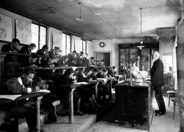Azzolina istituisce il Comitato tecnico-scientifico sulla storia della scuola