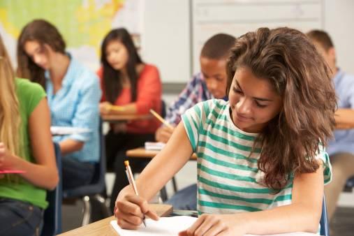 Iscrizioni, i primi dati: il 57,8% degli studenti sceglie i licei, il 30,3% gli istituti tecnici, l'11,9% i professionali
